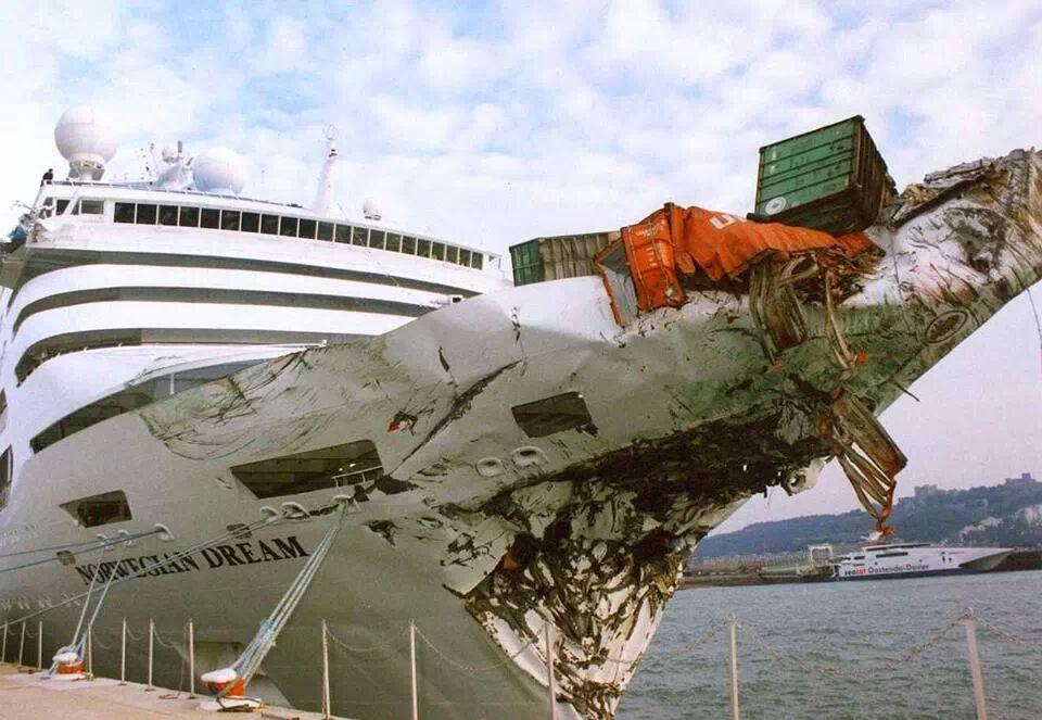 gemi üstünde konteyner